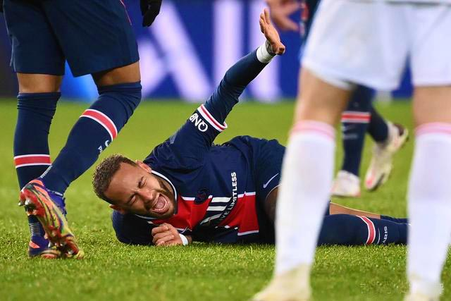 【法甲】大巴黎爆冷输球,1-0输球!内马尔遭同胞剪刀脚重铲伤离!